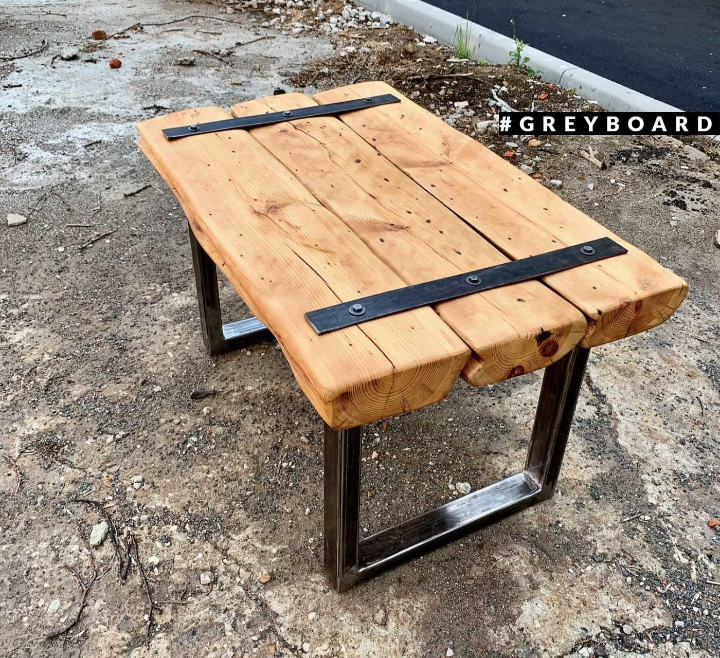 Эксклюзивный стол из старой хвойной доски
