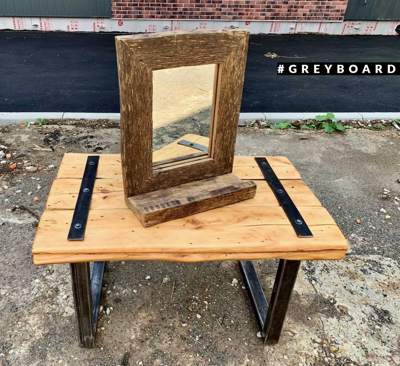 Зеркало с дубовой полочкой