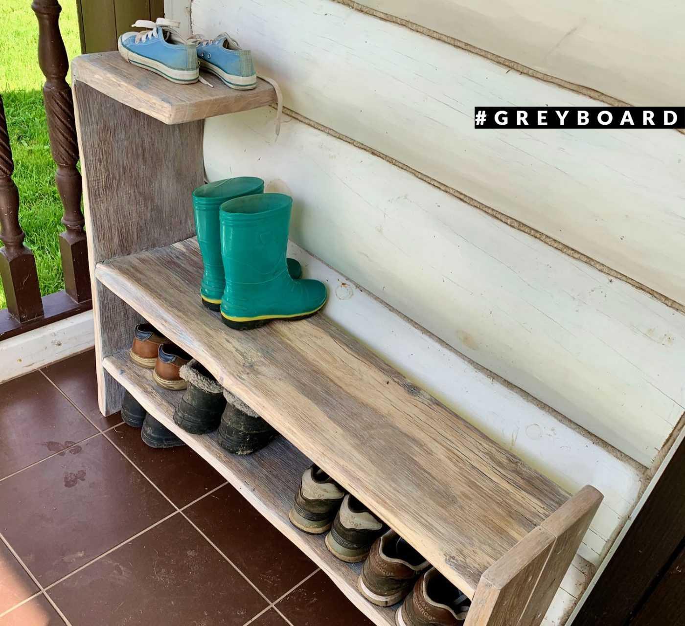 Практичная обувница из старой доски