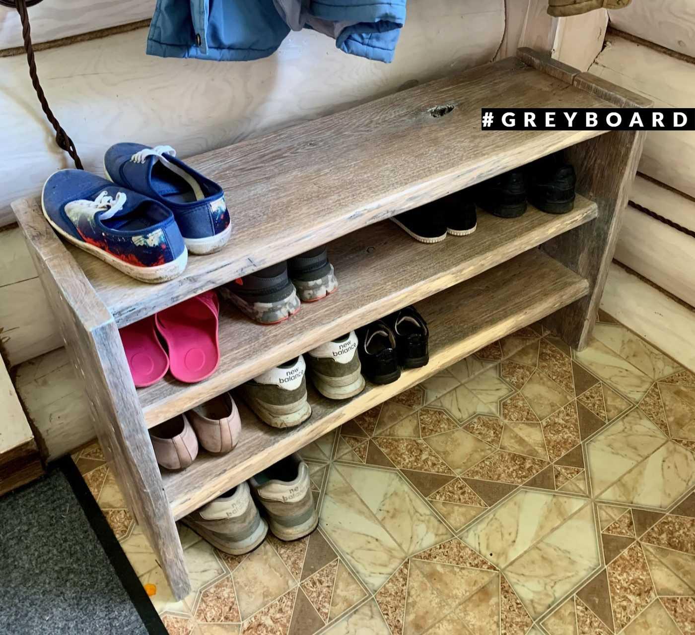 Обувница из старой дубовой доски