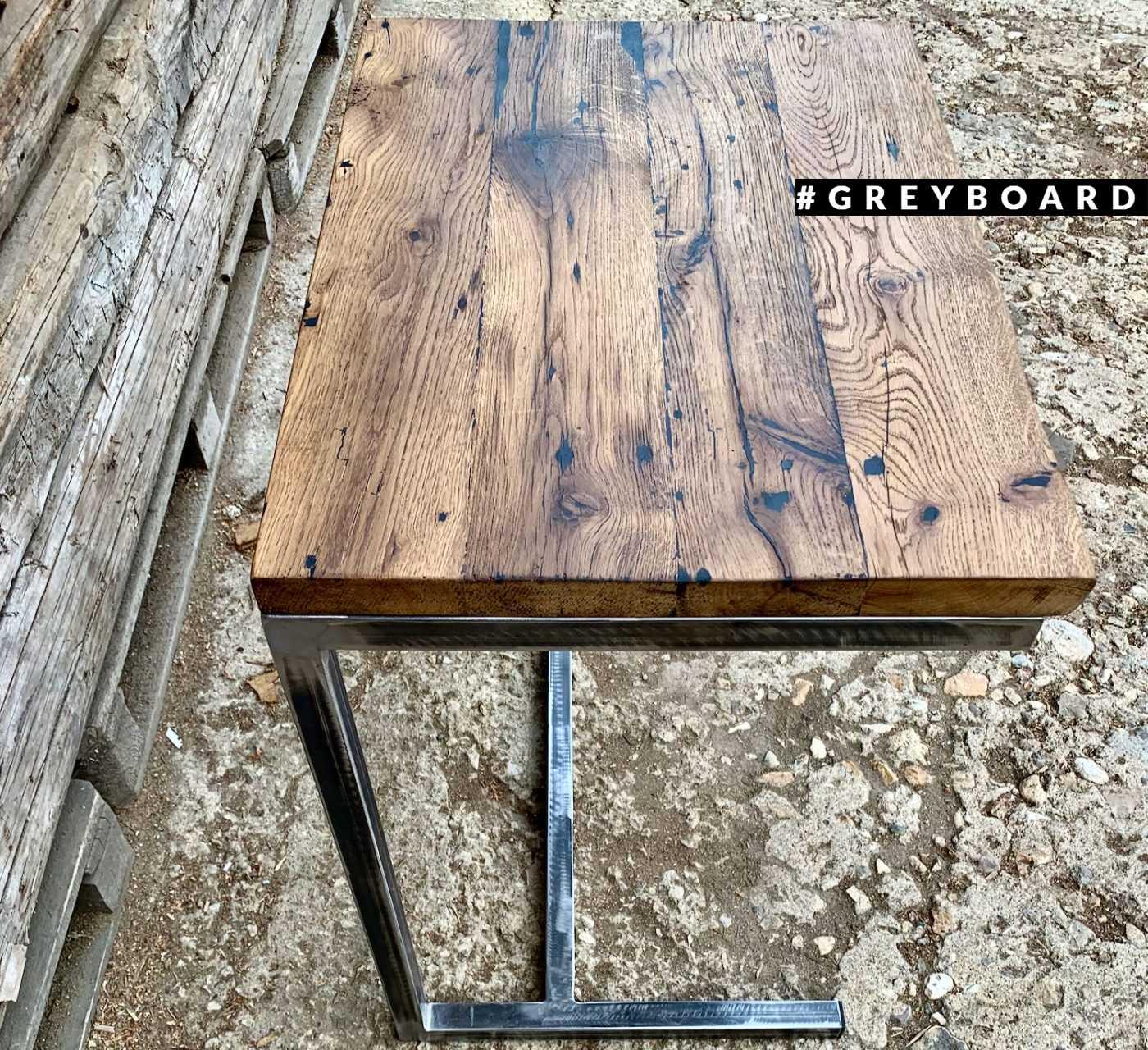 Приставной столик из старой доски