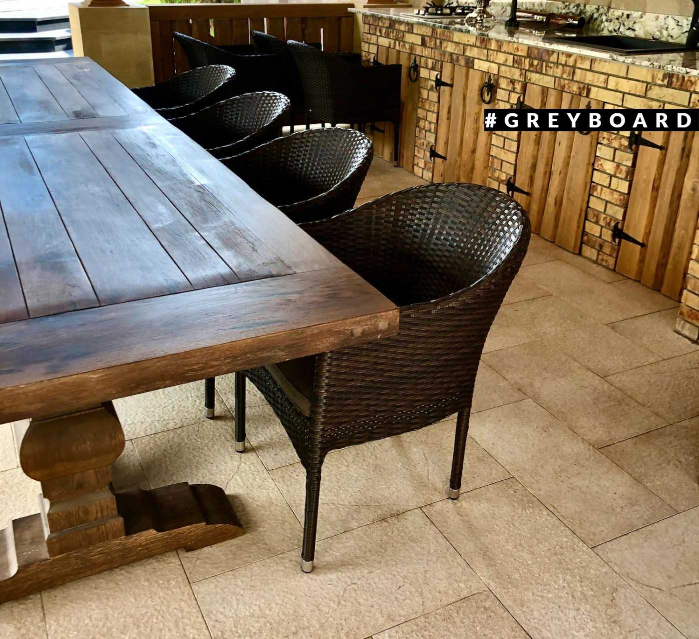 Элегантный обеденный стол из старого дуба