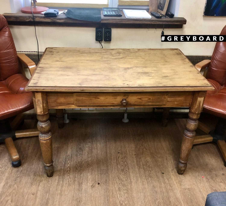 Стариный стол из хвойной доски