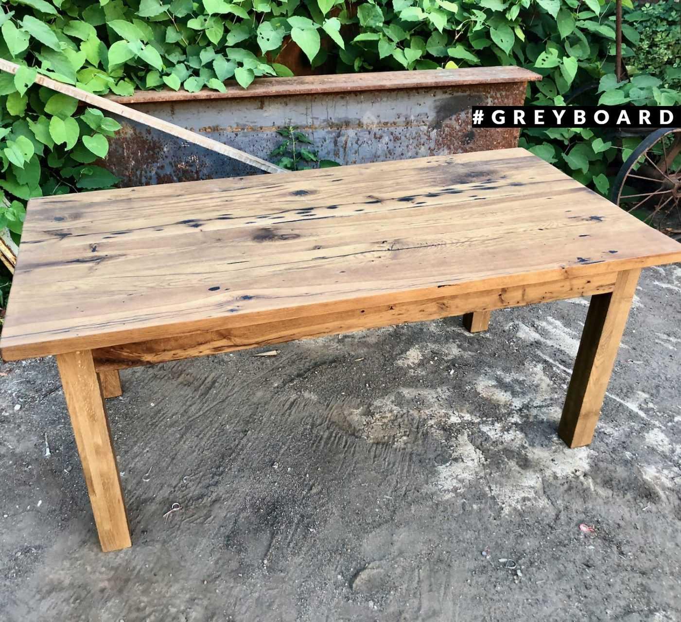 Стильный деревянный стол из старой доски