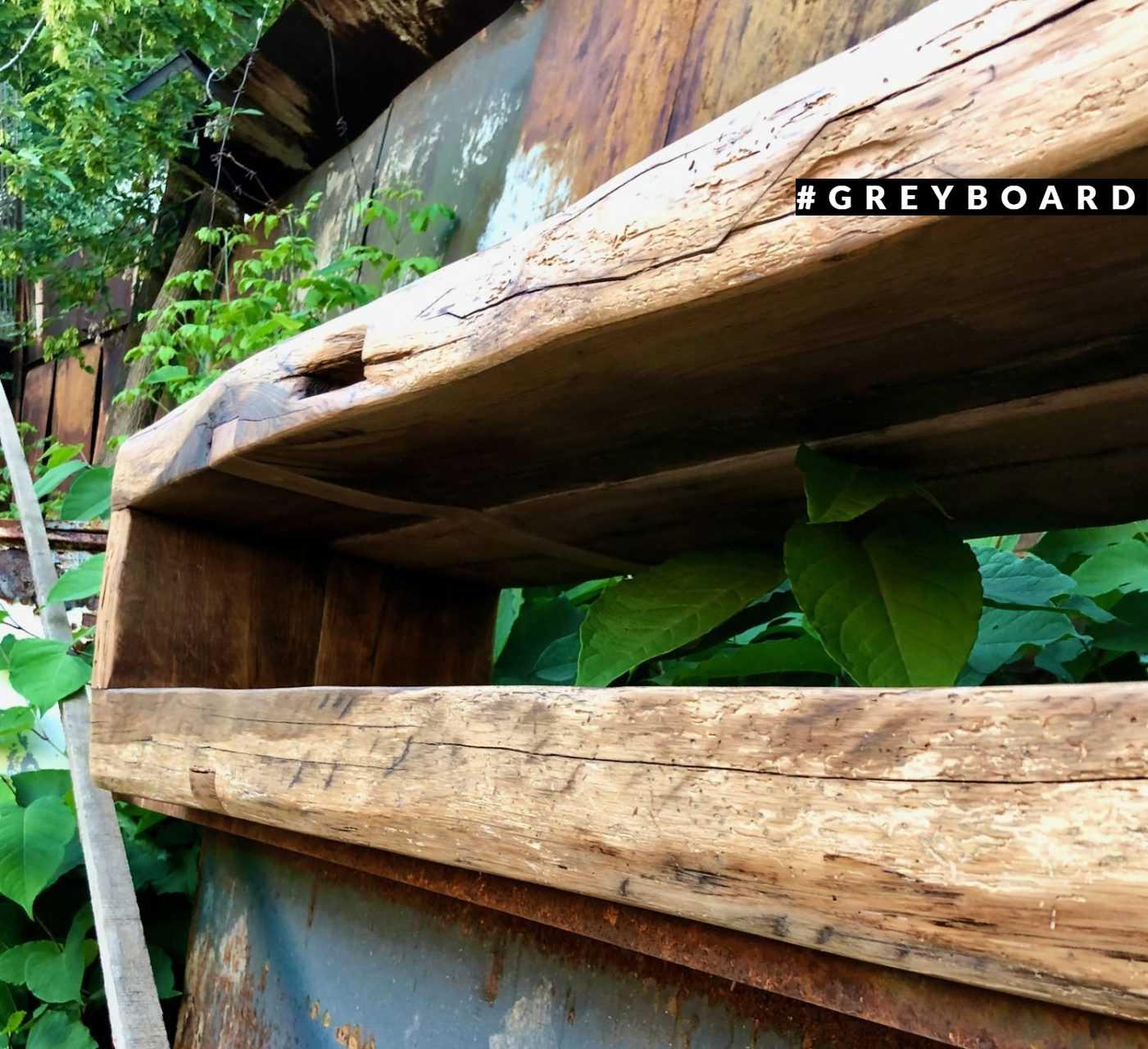 Консоль из фактурной старой доски