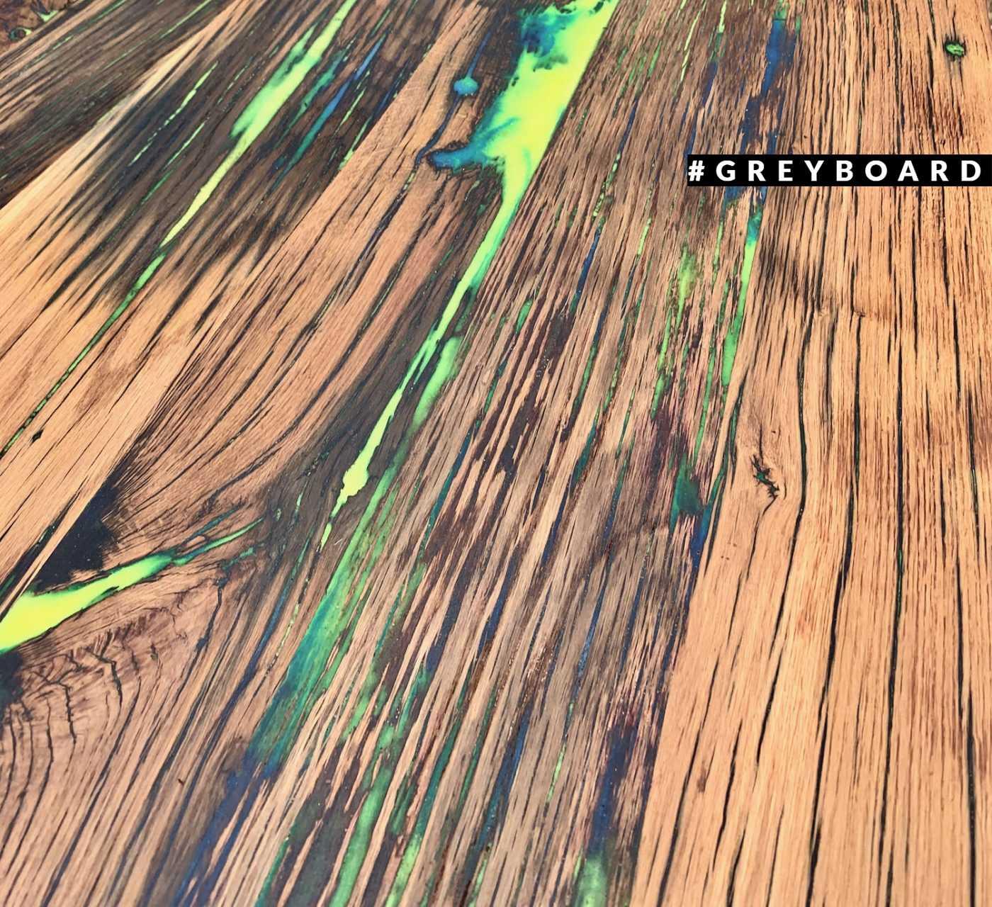 Столешница из старого дуба с разноцветными вкраплениями
