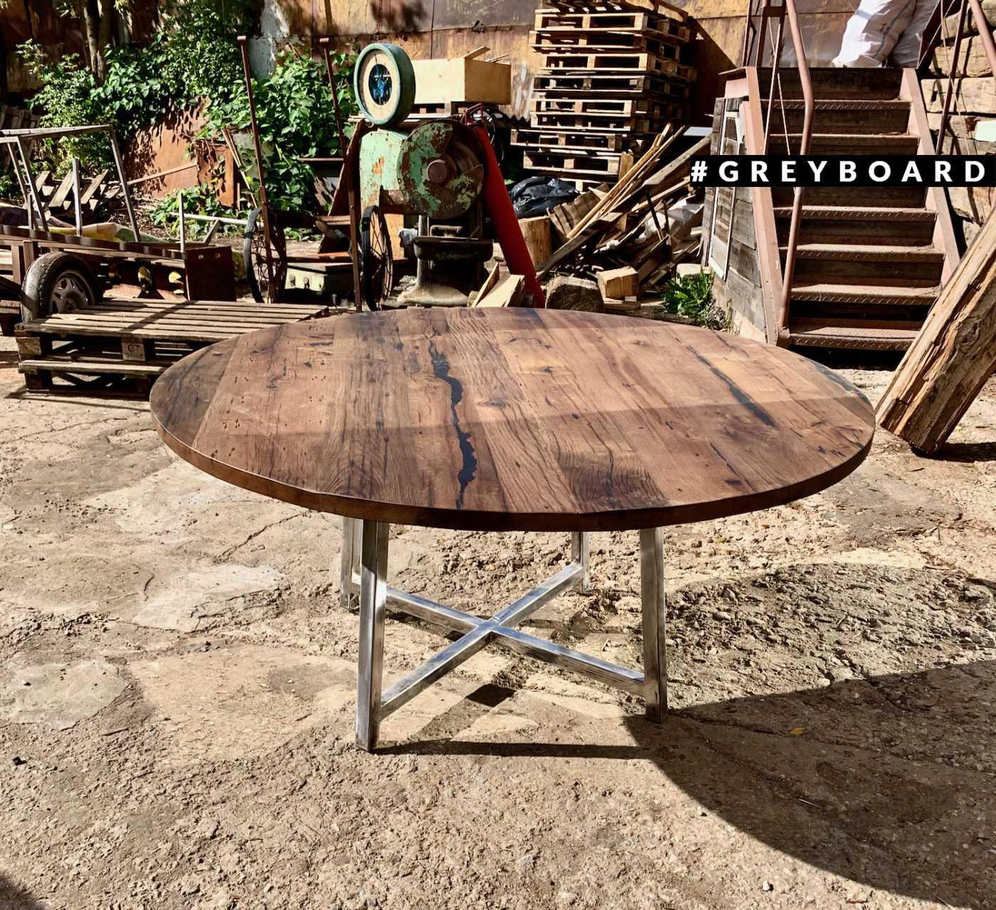 Стильный стол из старой дубовой доски