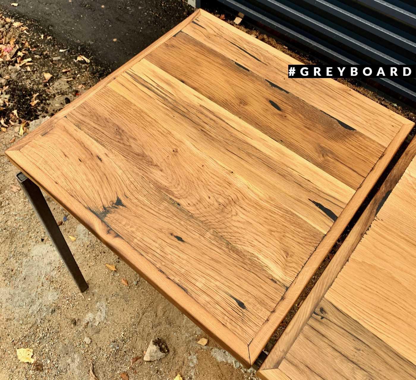 Столешница квадратной формы из старого дуба