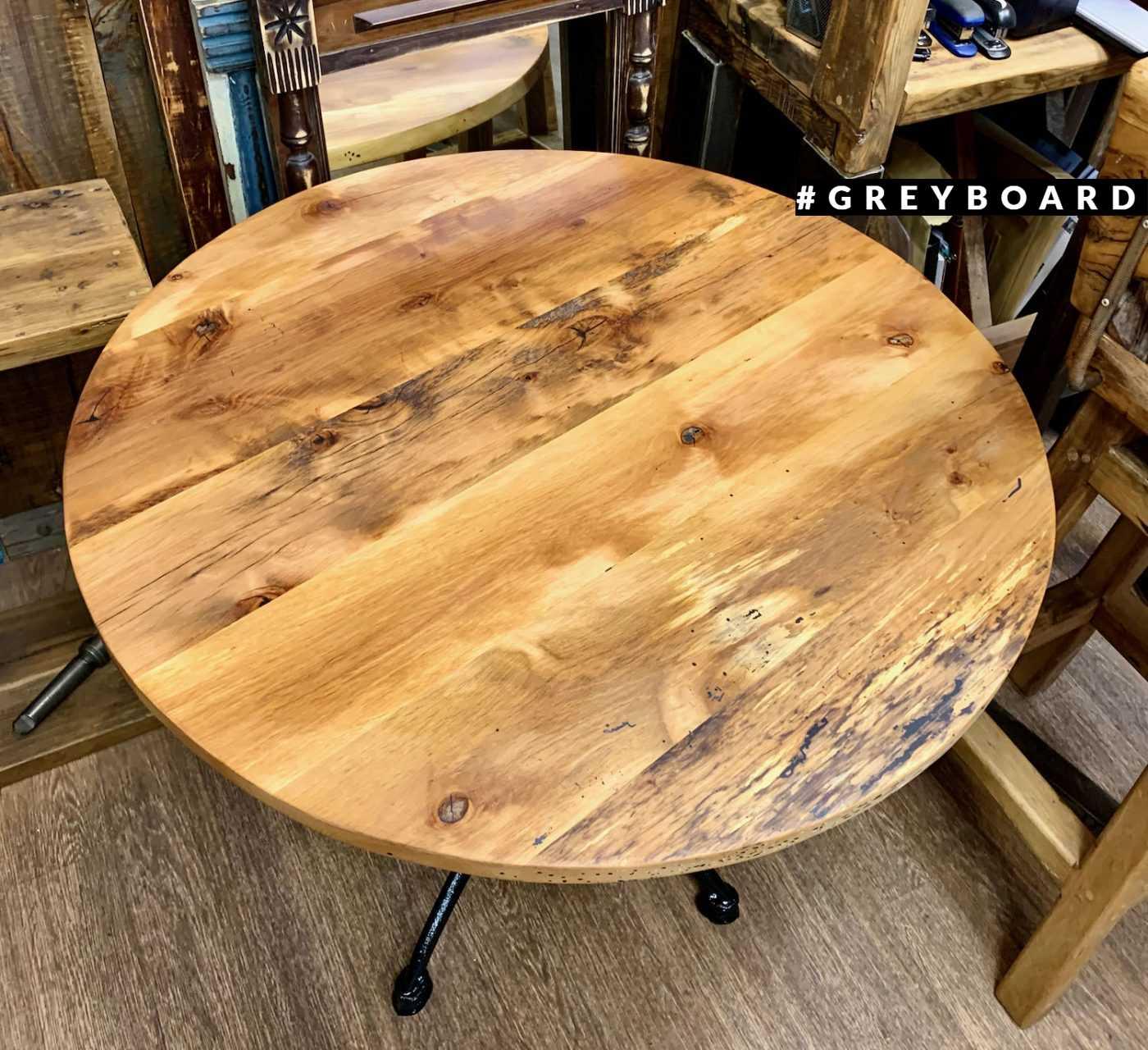 Круглый буковый стол с чугунным основанием