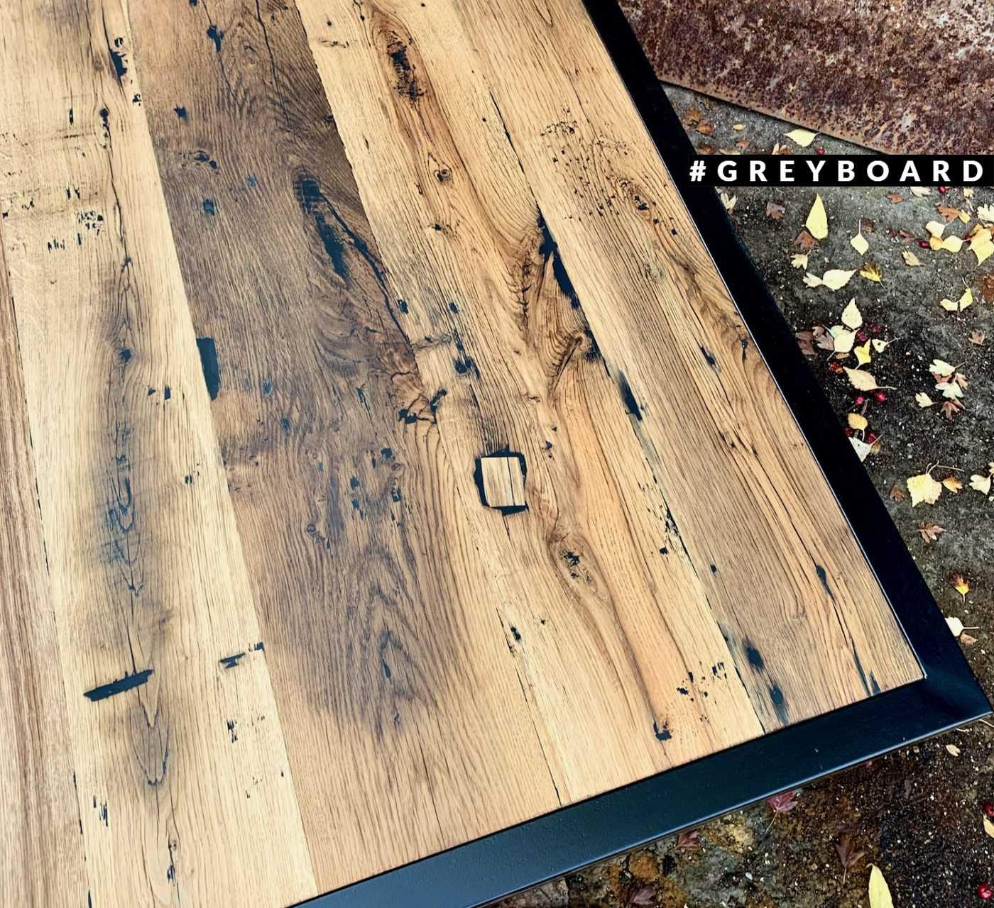 Оригинальный журнальный стол в стиле лофт
