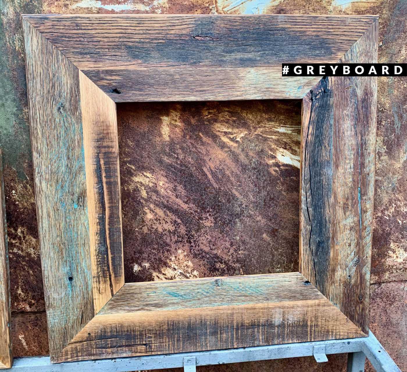 Элегантная рамка из старой дубовой доски