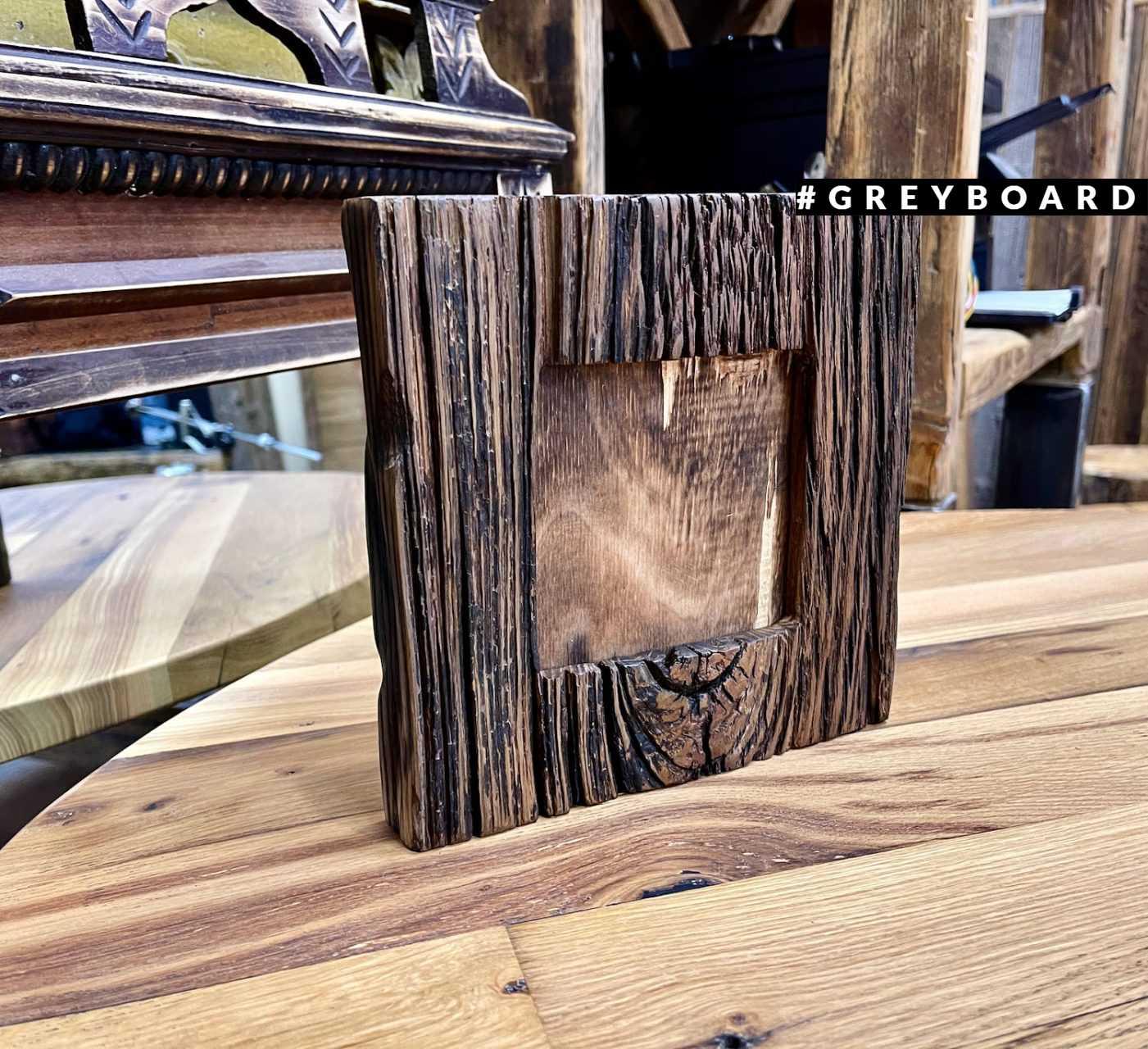 Нестандартная рамка из старой дубовой доски