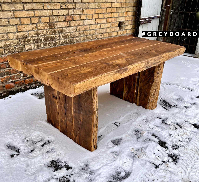 Брутальный стол из амбарной дубовой доски