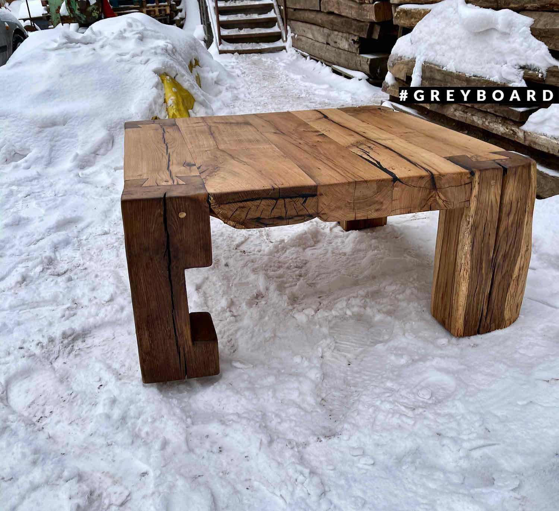 Журнальный столик из амбарной дубовой доски