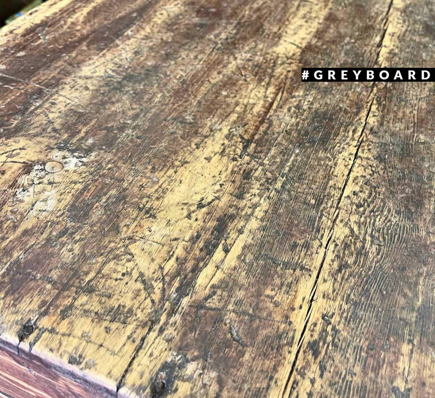 Стильный старинный сундук из старой доски