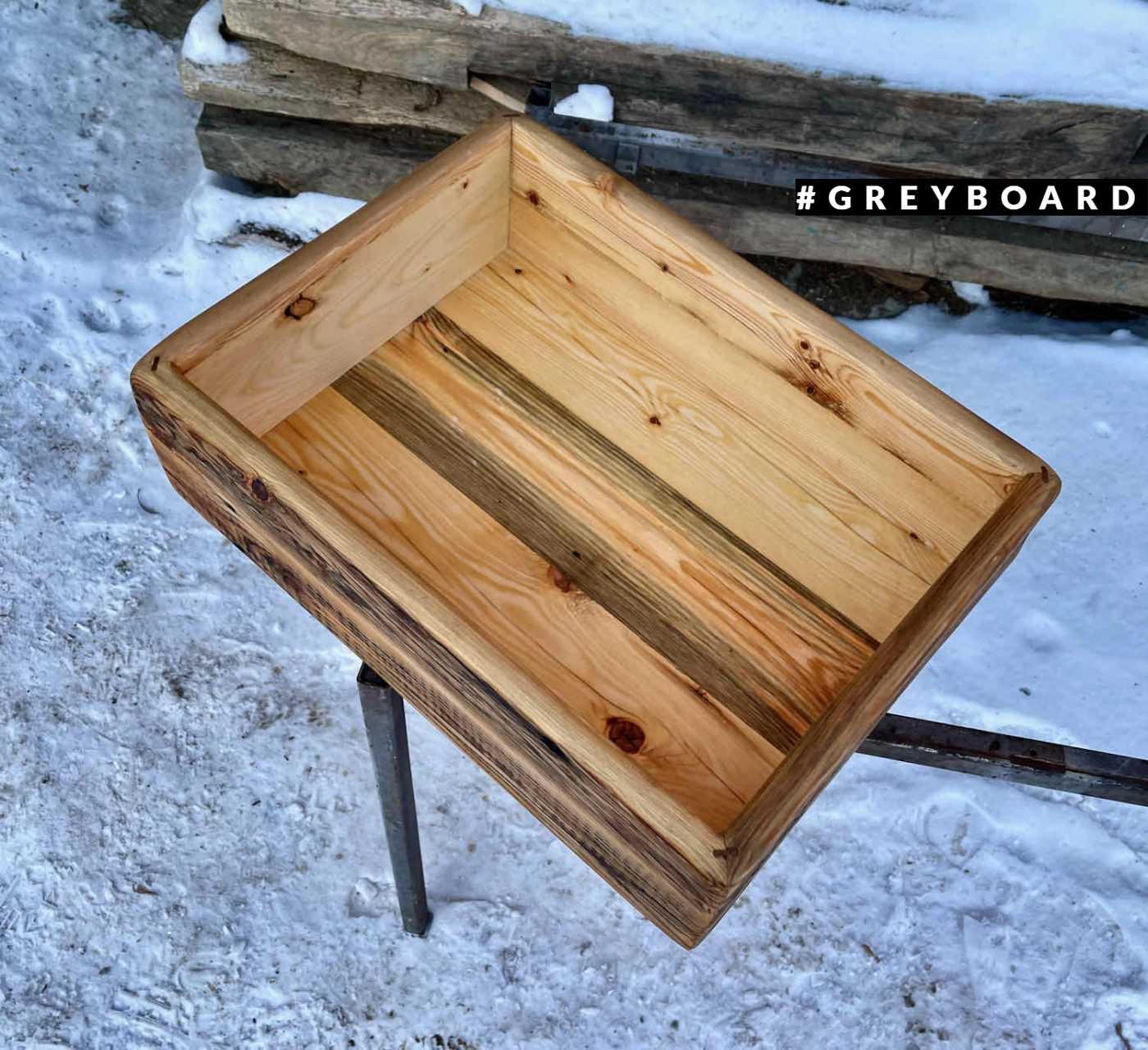 Стильный ящик из старой доски