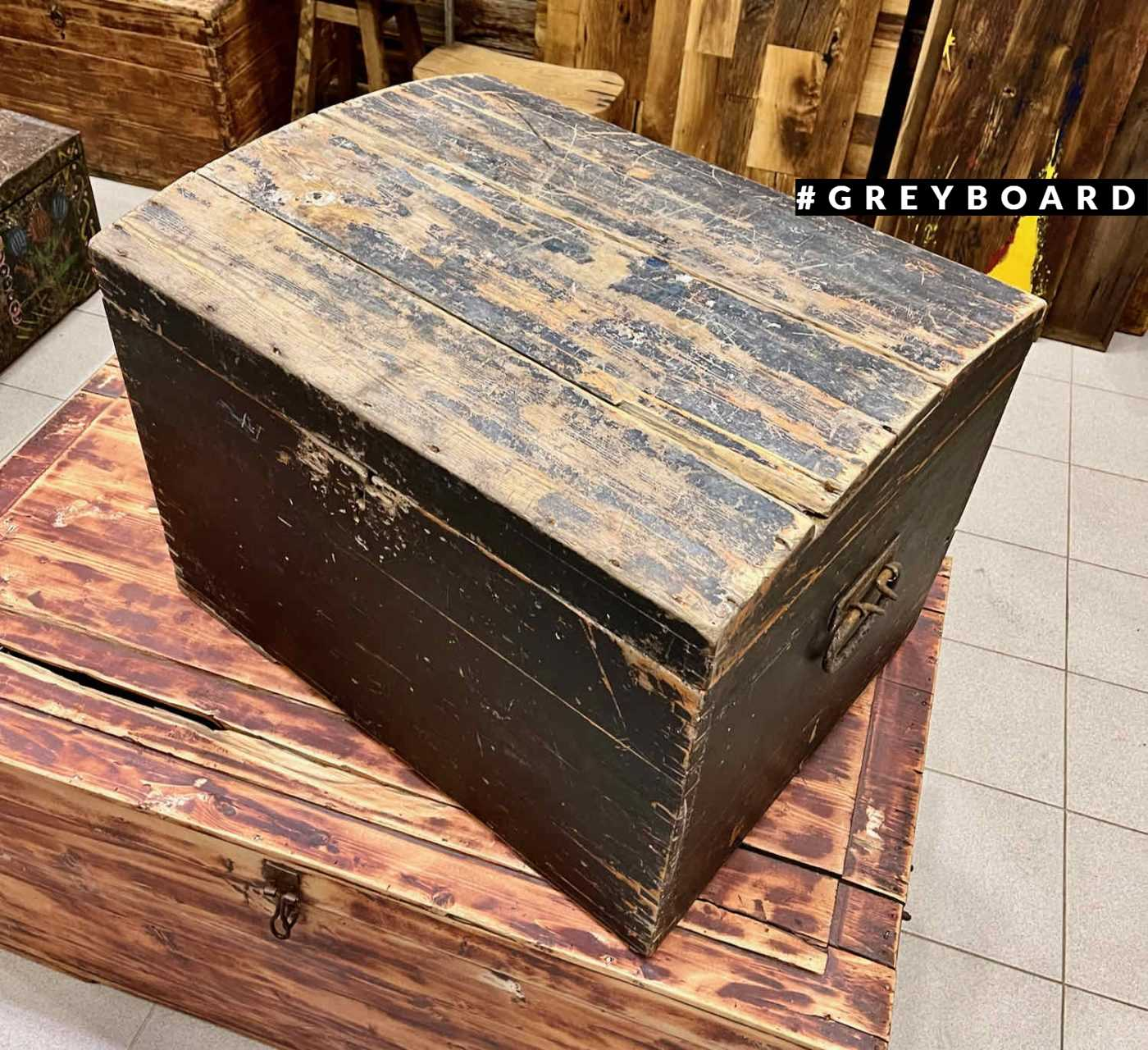 Простой деревянный сундук