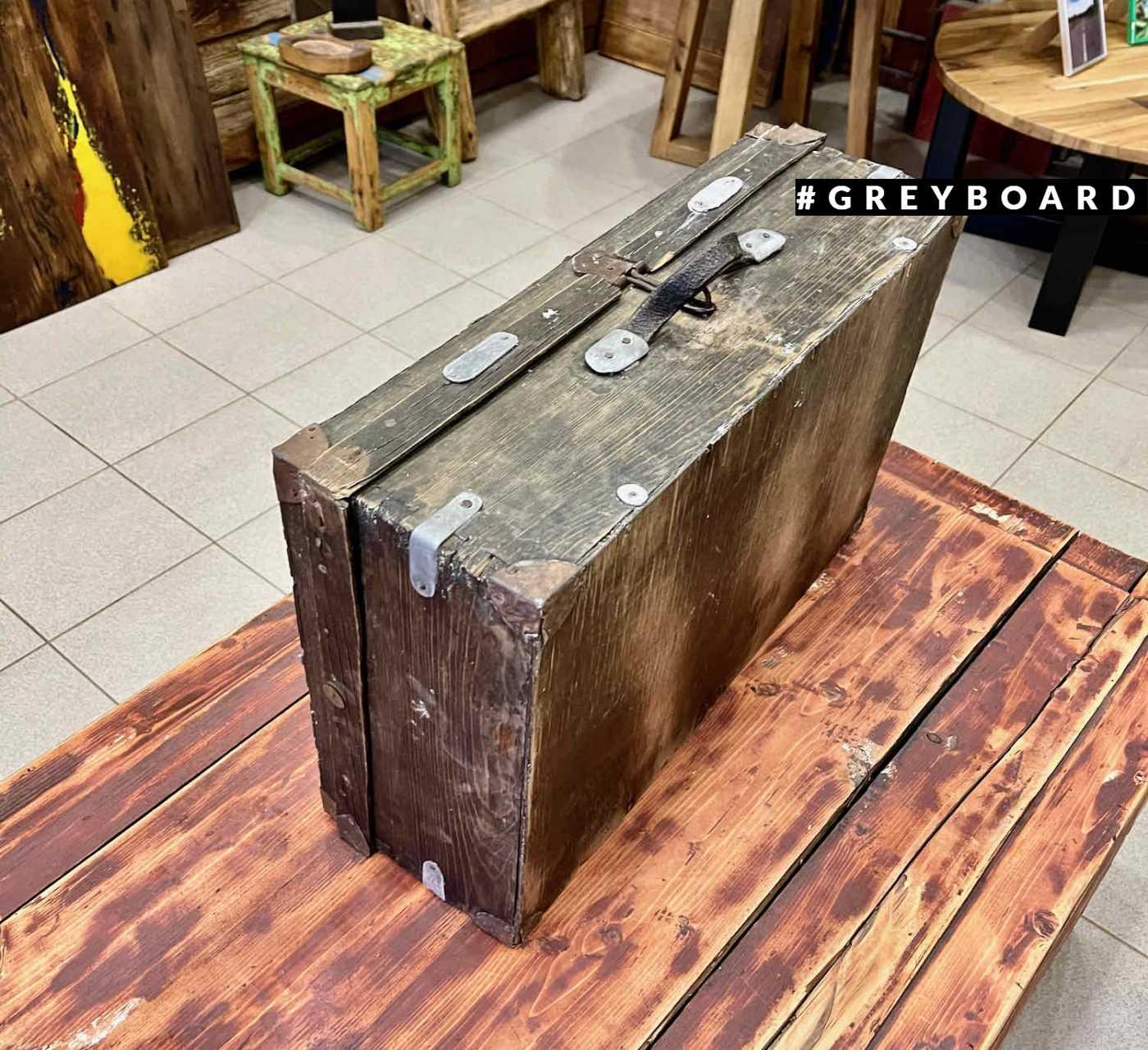 Оригинальный фанерный чемодан из прошлого