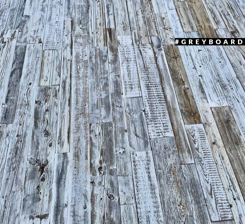Серебристо-белое панно из амбарной доски