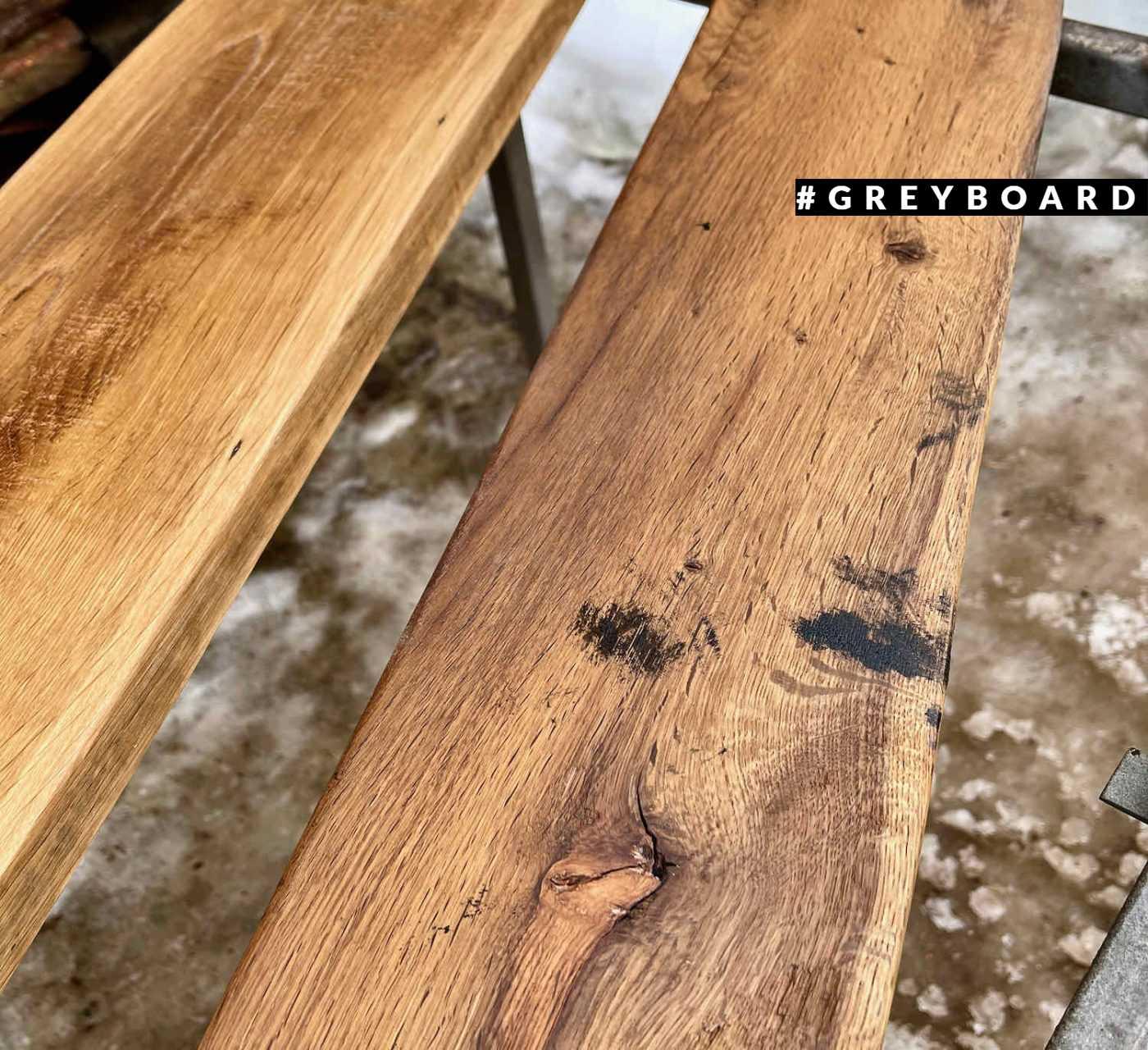 Полка из медово-коричневой старой доски