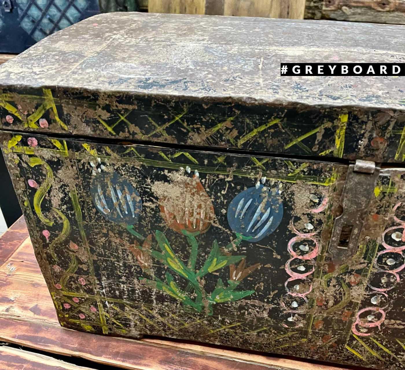 Уникальный старинный сундук с росписью