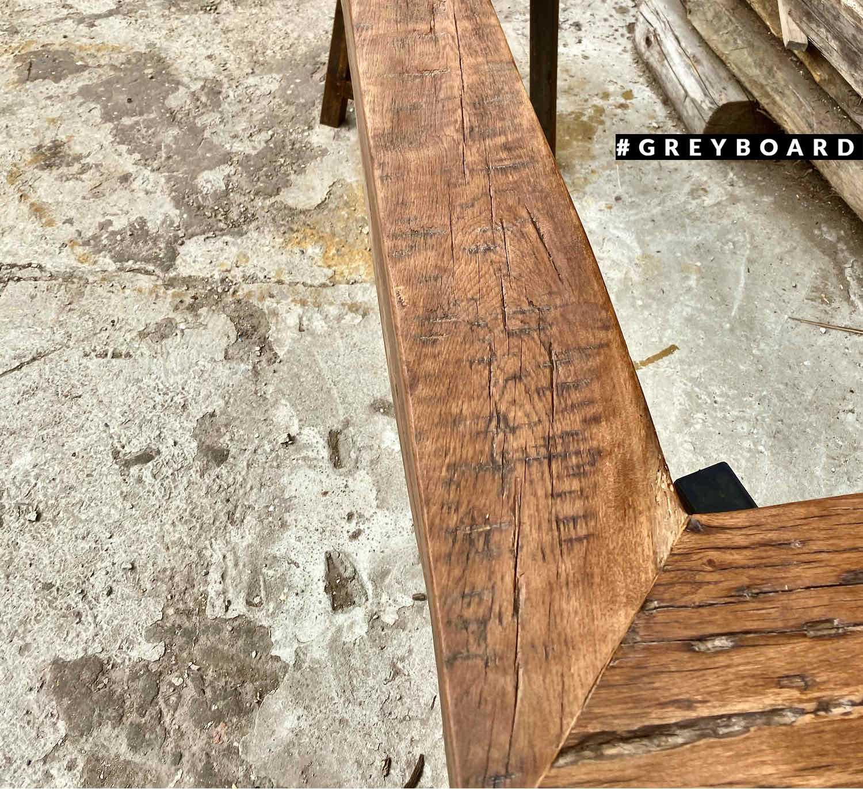 Каминная балка из амбарной доски
