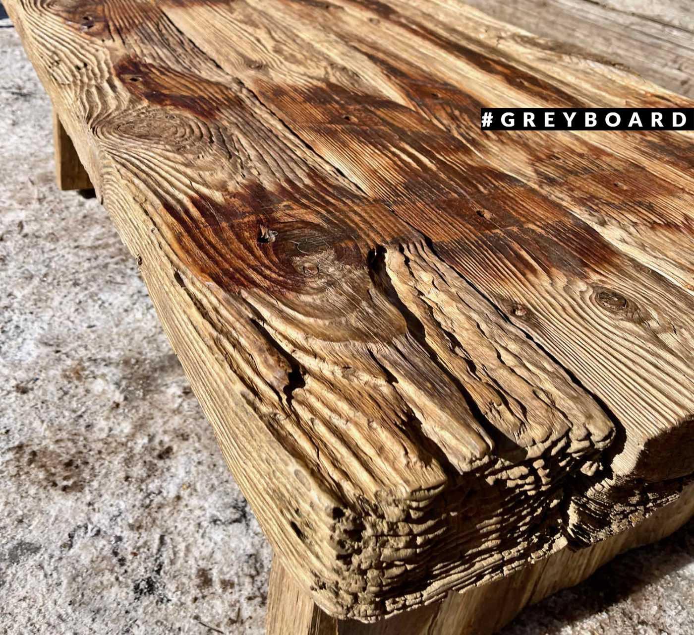 Стол из настоящего дерева-топляка