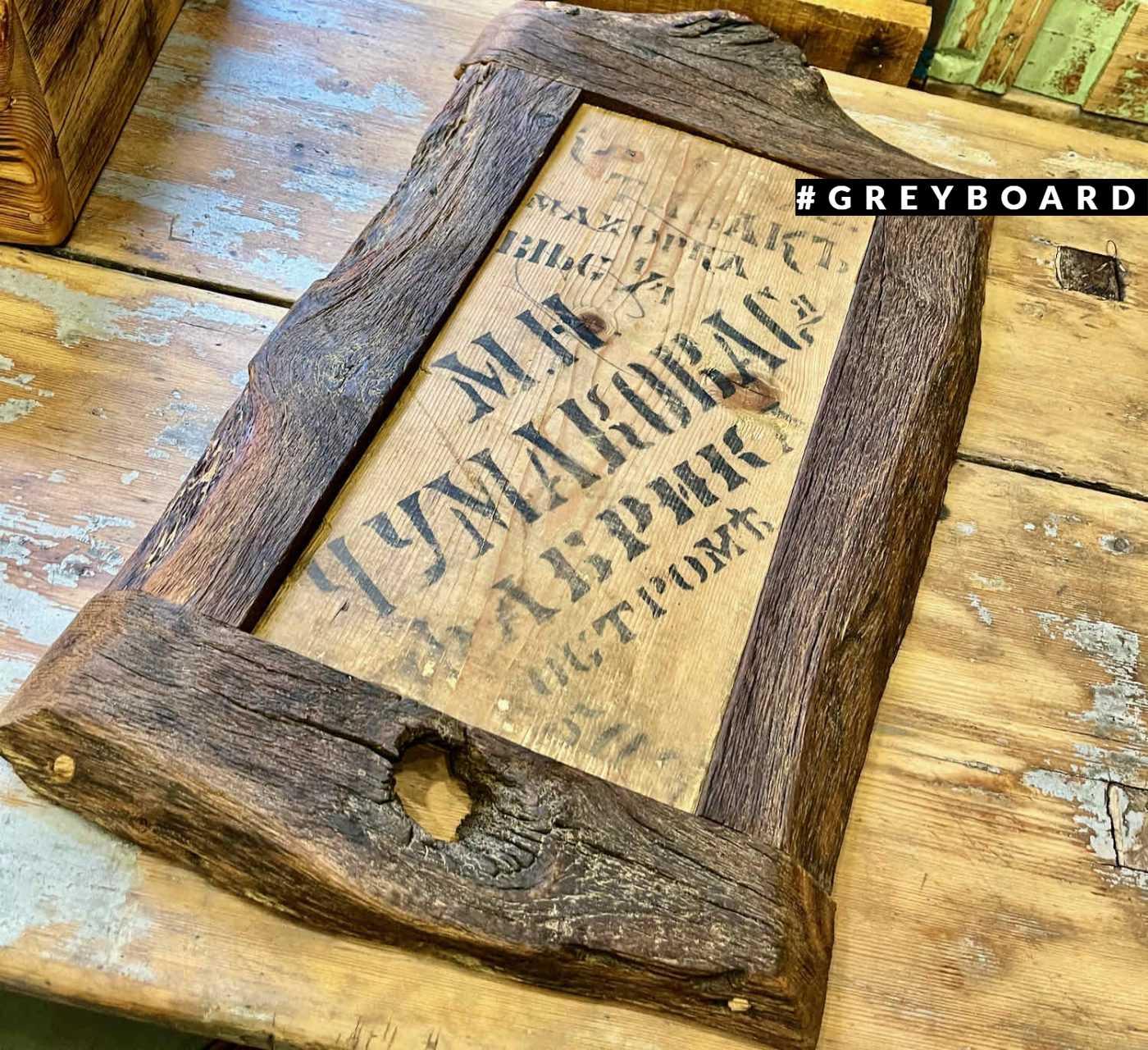 Махорочная табличка в раме из старой доски
