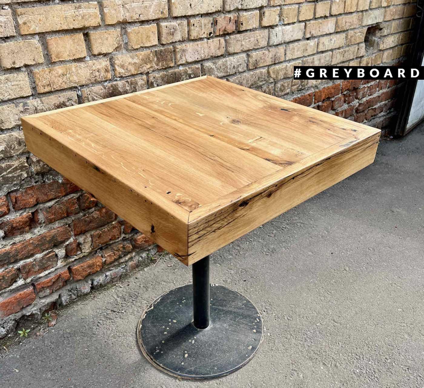 Стол из амбарной доски с фабричным подстольем