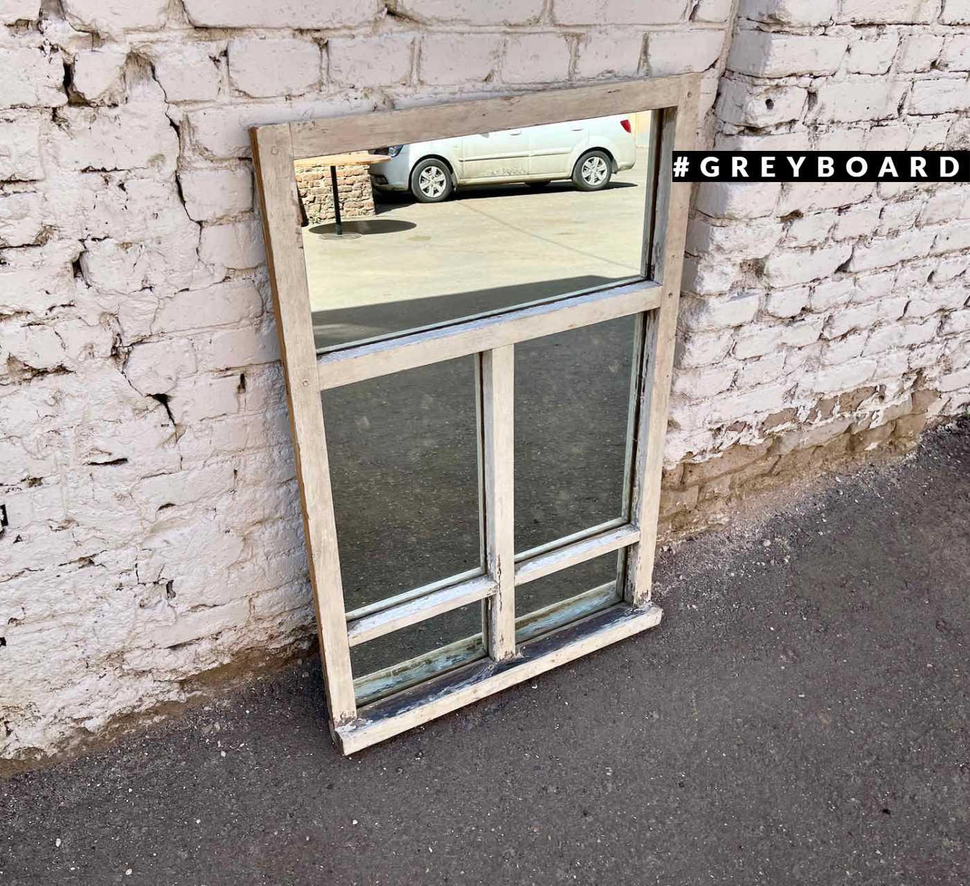 Зеркало из старой оконной рамы