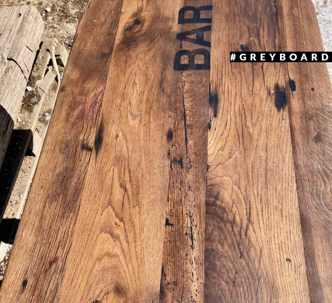 Столешница из старой доски с надписью