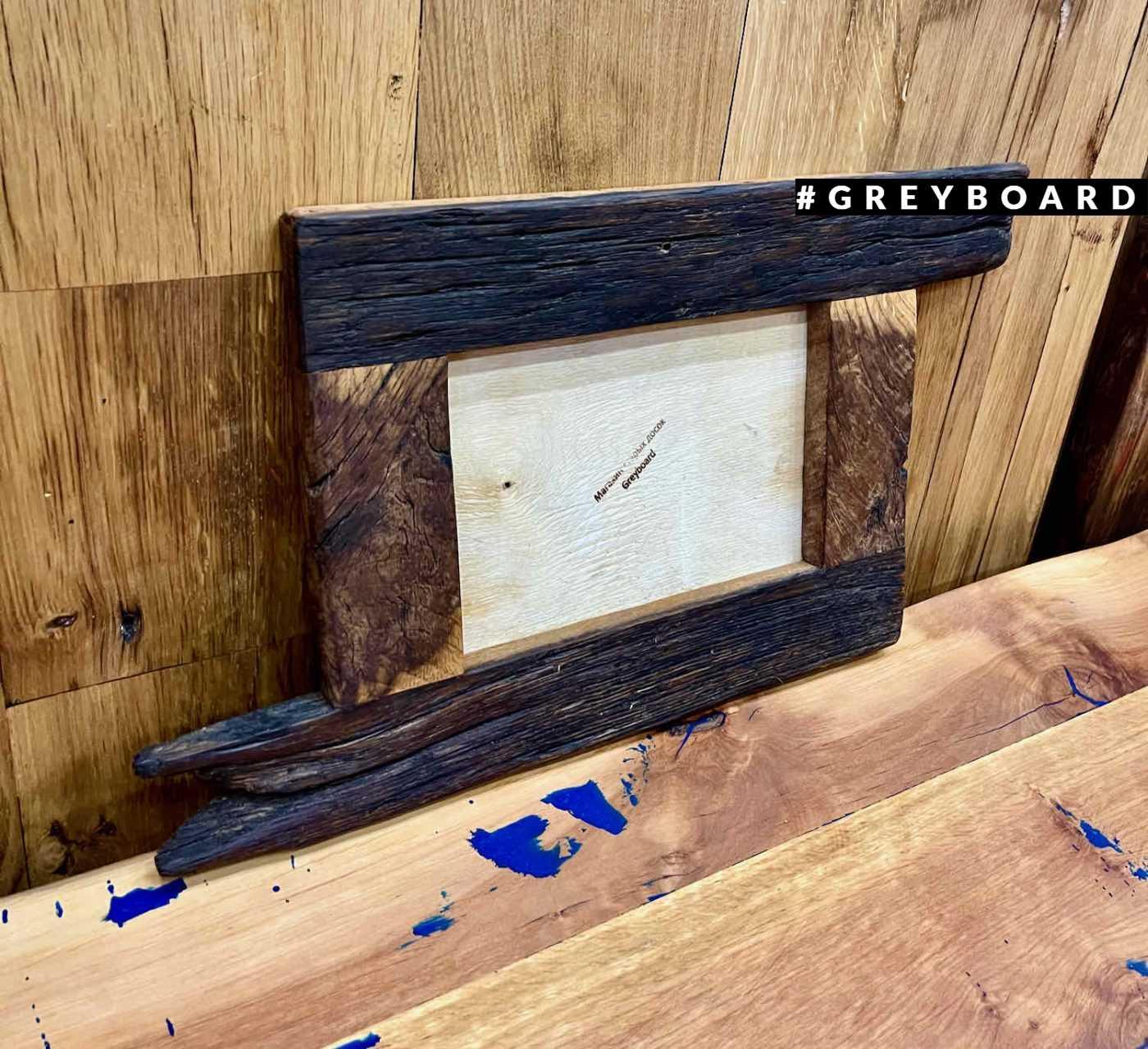 Лофтовая рамка из амбарной доски