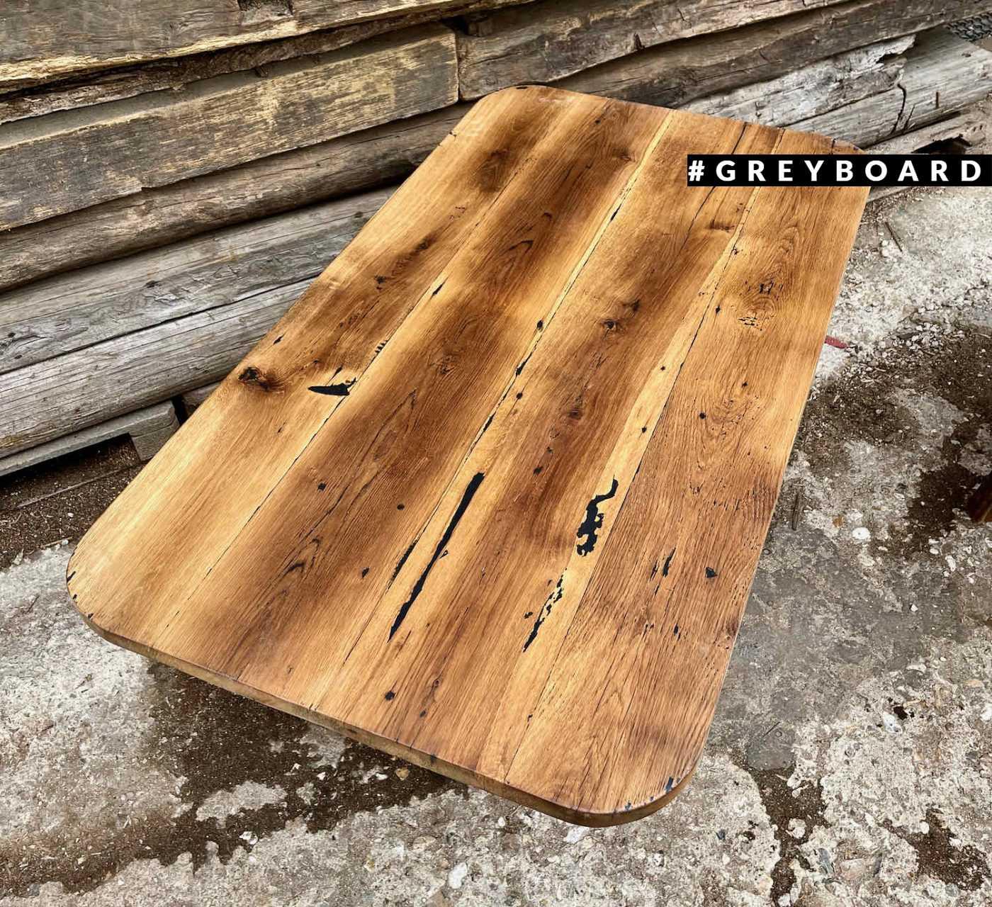 Столешница из амбарой доски с закругленными углами