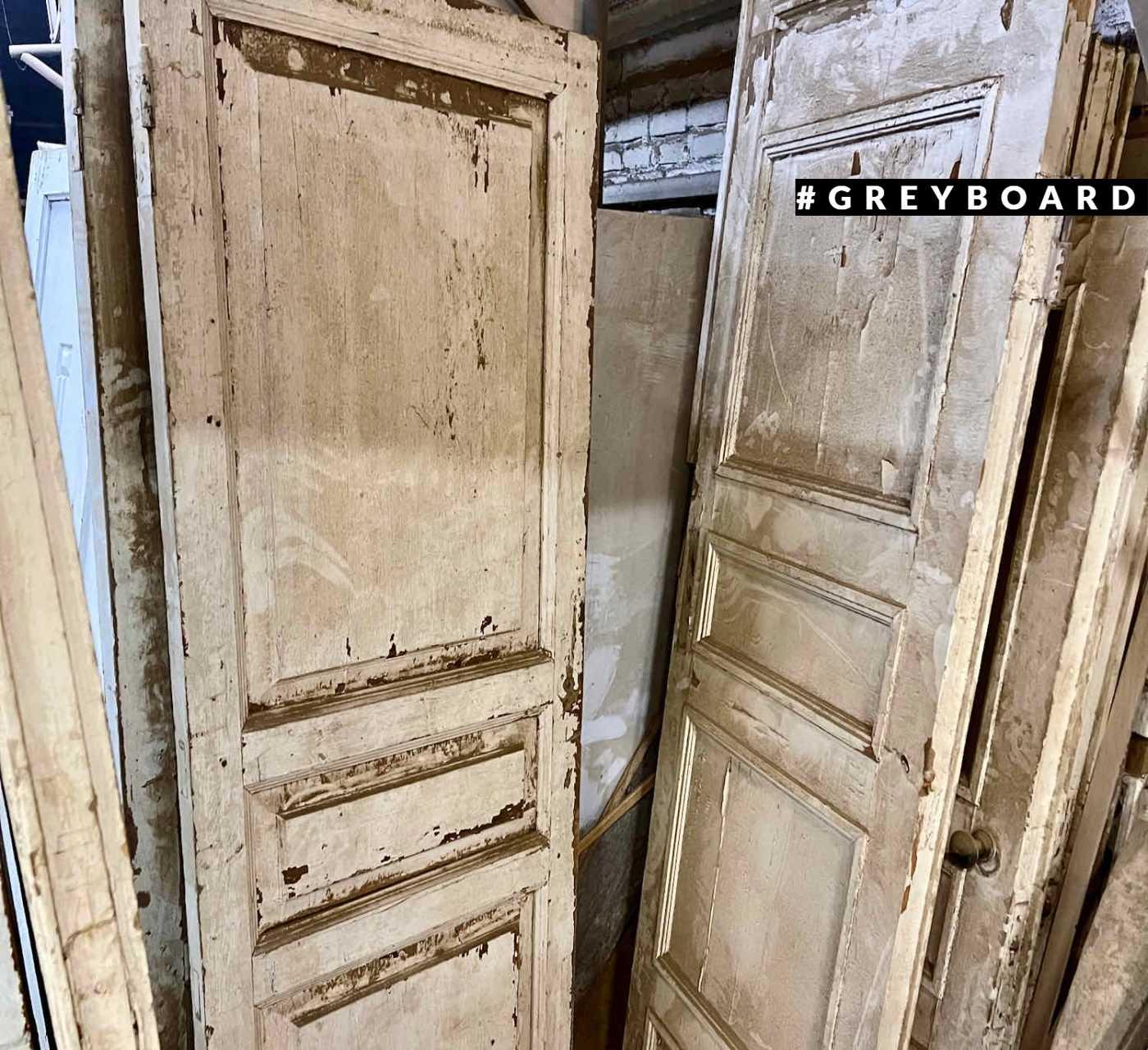 Эффектная старая дверь