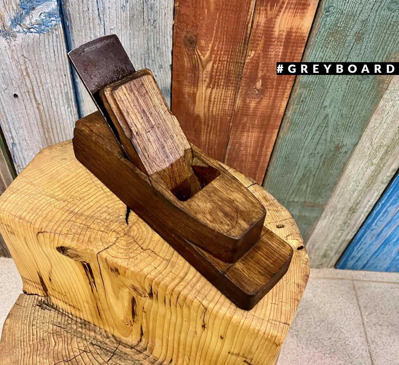 Старинный рубанок из амбарного дерева