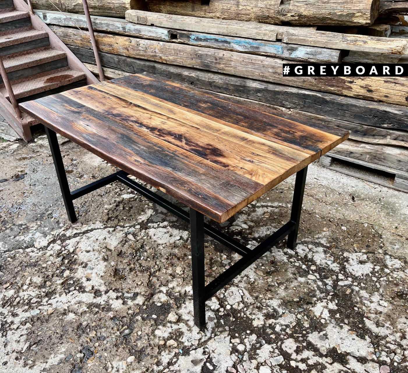 Лофтовый стол из старой доски