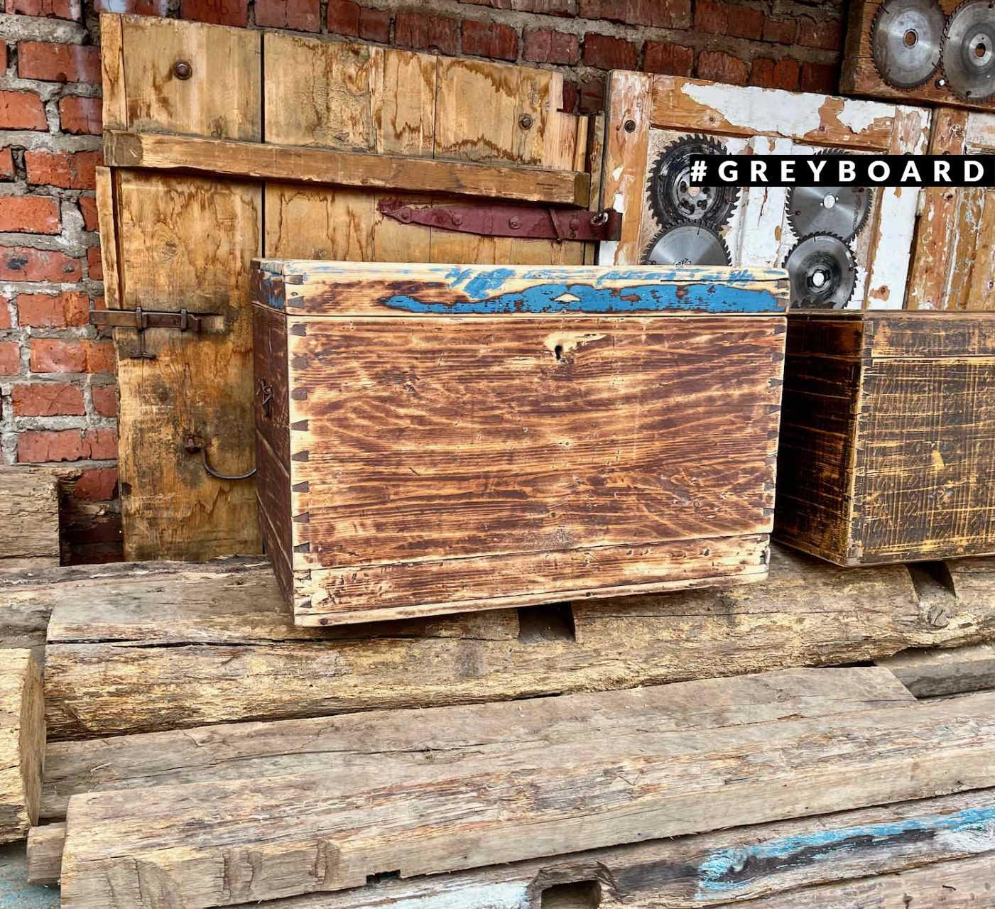 Восстановленный сундук из старой доски