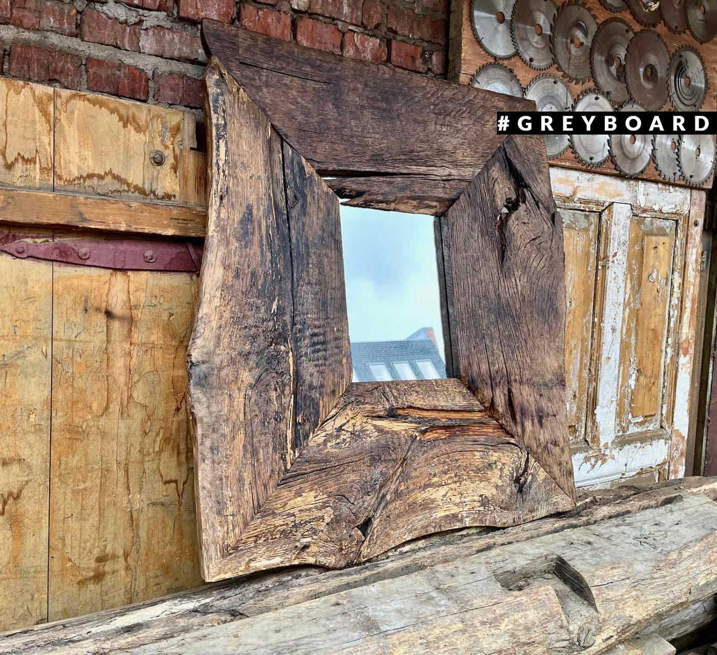 Невероятное зеркало из амбарной доски